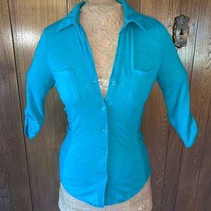 Lightweight 3/4 sleeve button up t shirt